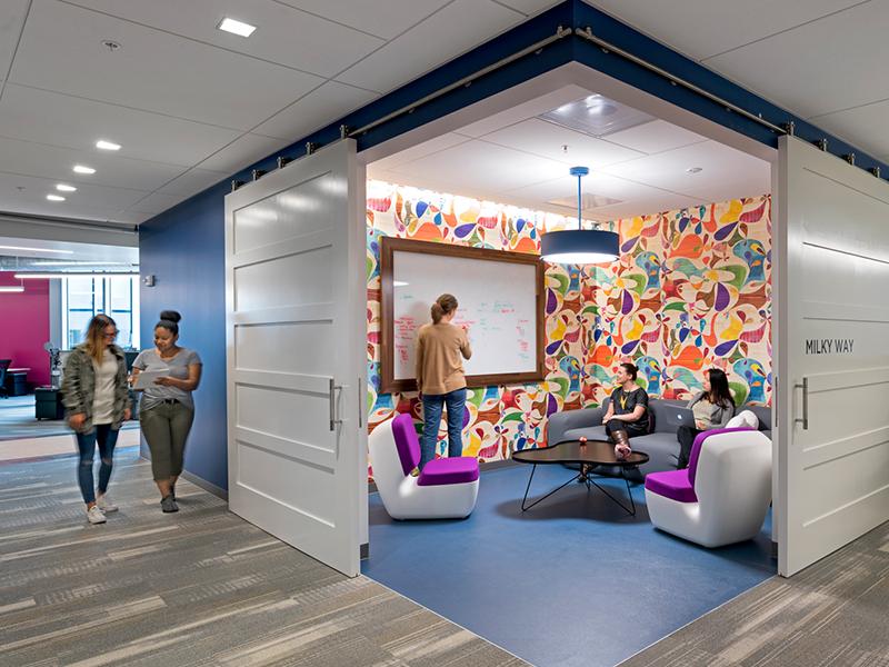 Thiết kế phòng làm việc cho doanh nghiệp về công nghệ