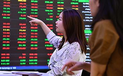 Thông tin thị trường chứng khoán Việt Nam gần bằng Singapore